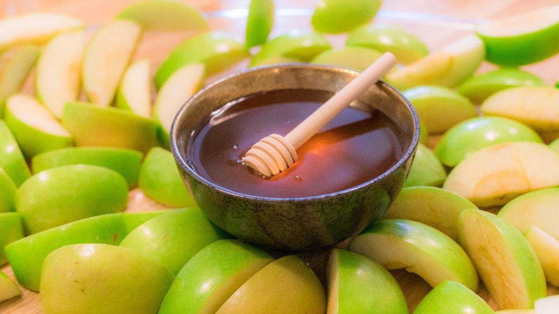 Netivyah   How to Have a Rosh Hashanah Seder at Home